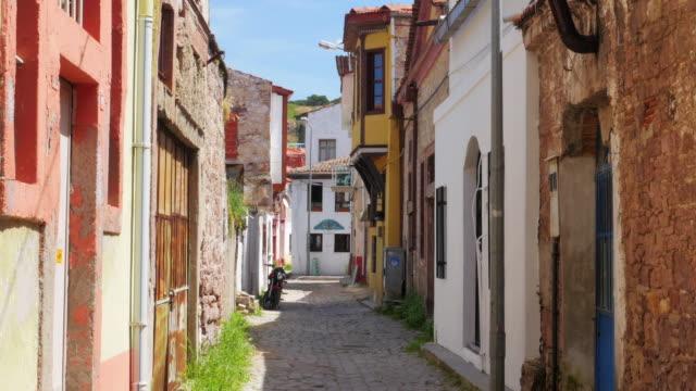 tradycyjne turecki domy, cel podróży, ayvalik, turcja - morze egejskie filmów i materiałów b-roll
