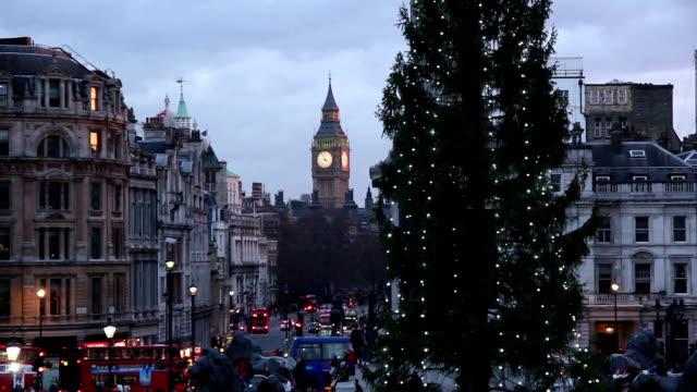 トラファルガー広場(ロンドンのクリスマスツリー - 十二月点の映像素材/bロール