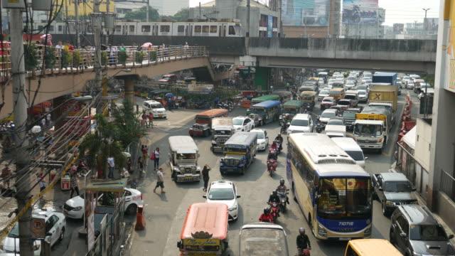 traffico e jeepney a manila - filippino video stock e b–roll