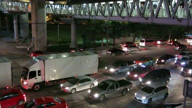 Traffic and skywalk video