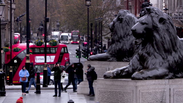 Traffic and tourists at Trafalgar Square