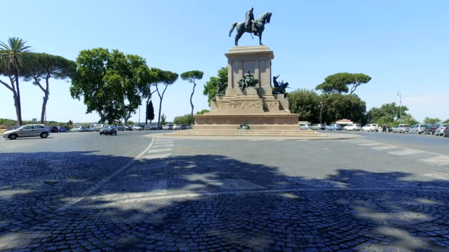 Traffic at Terrazza Piazza Garibaldi with view of Giuseppe Garibaldi Monument