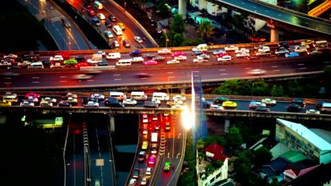 vídeos de stock e filmes b-roll de fundo de tráfego - transporte assunto