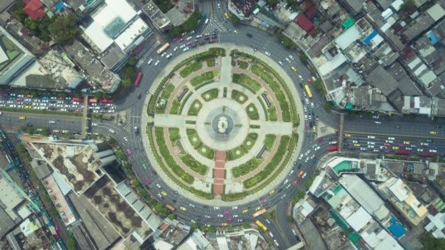 vidéos et rushes de vue aérienne de carrefour giratoire - rond point