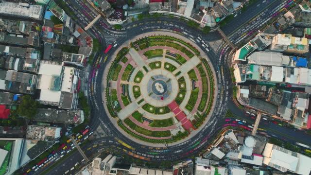 vidéos et rushes de carrefour giratoire rond point vue aérienne à bangkok - rond point