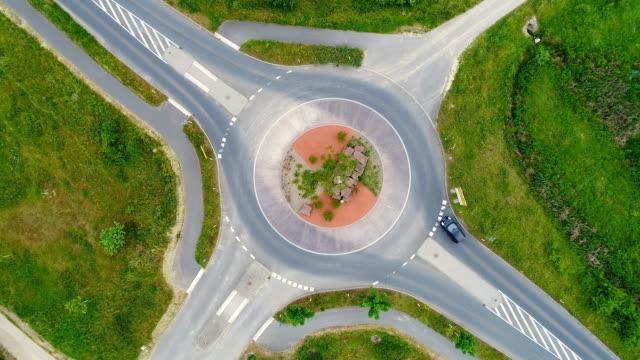 vidéos et rushes de trafic, rond-point et carrefour giratoire - rond point