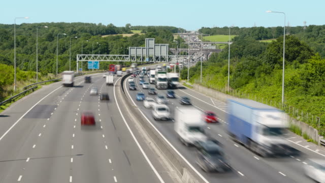 Traffic flowing on the M25 in 4k video