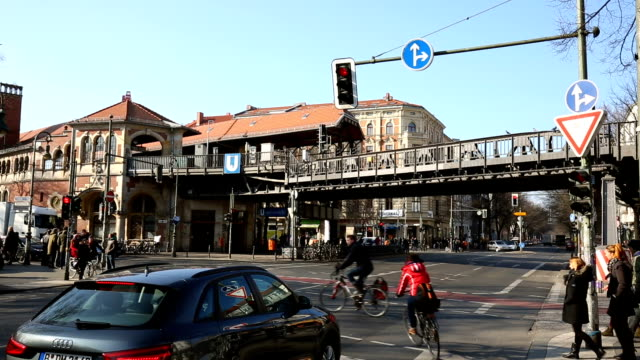 Traffic in Berlin Kreuzberg (Schlesische Strasse), Time Lapse video