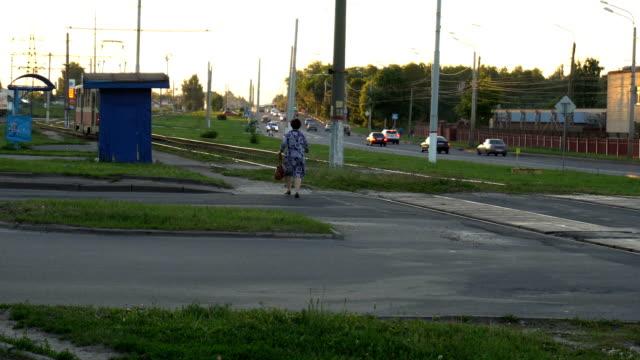 traffic in city at day timelaps - центральный район стоковые видео и кадры b-roll