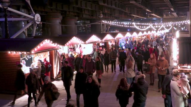 verkehr in london - weihnachtsmarkt stock-videos und b-roll-filmmaterial