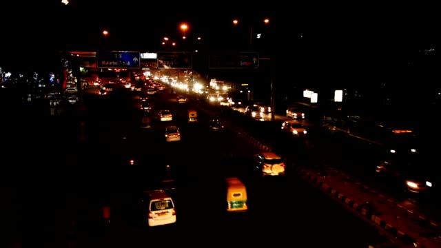 vídeos de stock, filmes e b-roll de tráfego em nova deli, índia - nova delhi