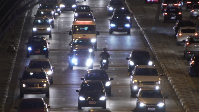 traffic in sao paulo - ultra high definition television filmów i materiałów b-roll
