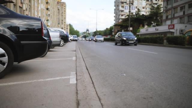 stockvideo's en b-roll-footage met verkeer in de stad - parking