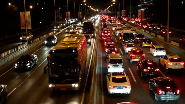 vidéos et rushes de embouteillages aux heures de pointe / pékin, chine - route surélevée