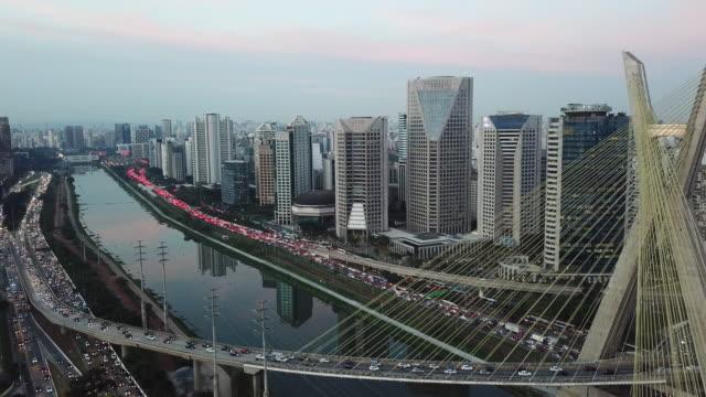vídeos y material grabado en eventos de stock de atasco de tráfico al atardecer en sao paulo, brasil - sudeste