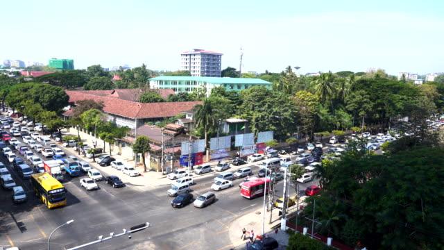 vídeos de stock e filmes b-roll de traffic jam in  yangon city and a lots of cars, in rush hour traffic jam heaviest, myanmar - climate clock
