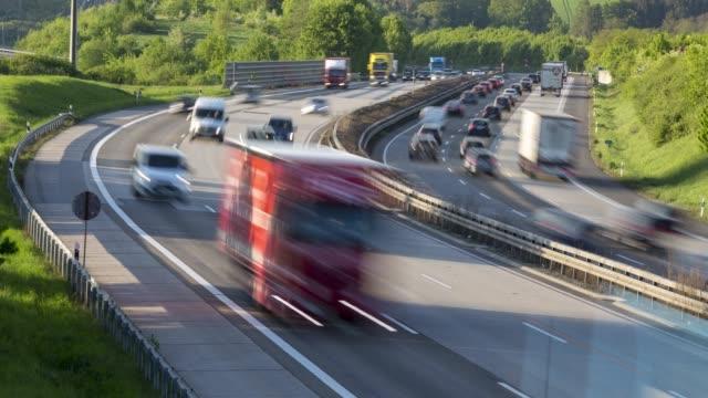 trafikstockning på tyska motorvägen autobahn a3 - tidsfördröjning - co2 bildbanksvideor och videomaterial från bakom kulisserna
