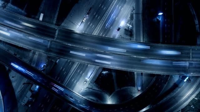 ingorgo. vista aerea verticale dall'alto verso il basso. timelapse - in cima video stock e b–roll