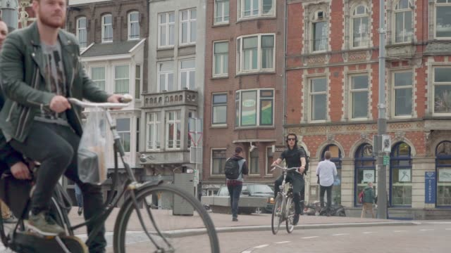 traffic like bikes, cars, busses and trams traveling on the rokin - amsterdam video stock e b–roll