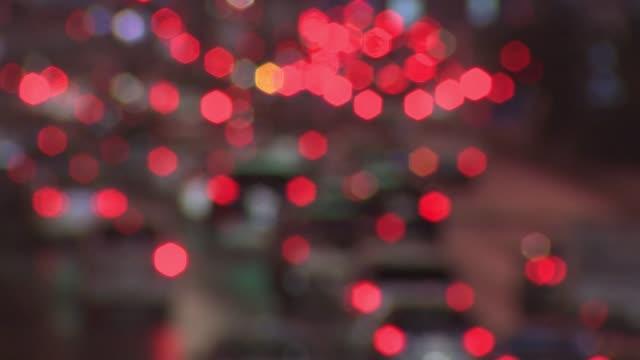 stockvideo's en b-roll-footage met verkeer van riyadh, saoedi-arabië uit focus auto's - riyad