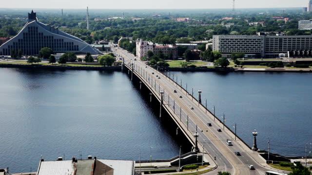 traffico su un ponte - lettonia video stock e b–roll