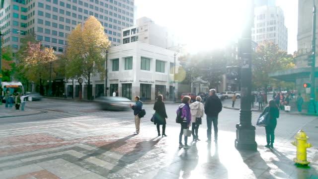 현대 도시 timelapse의 중심부에도로 교통 - seattle 스톡 비디오 및 b-롤 화면