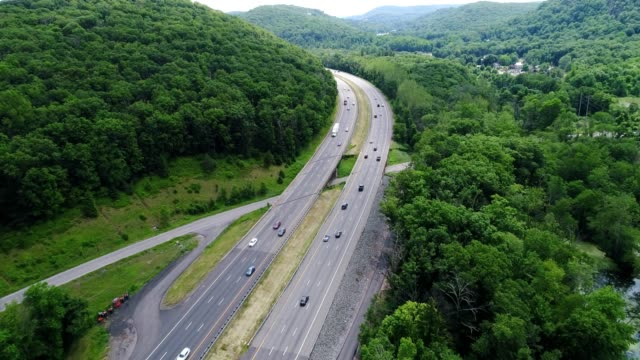 Traffic on The New York State Thruway flying south