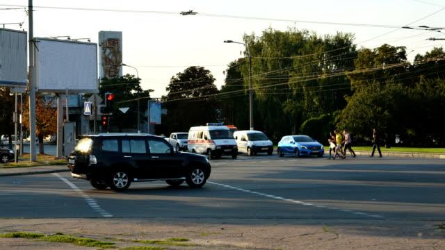 traffic on the road - проспект стоковые видео и кадры b-roll