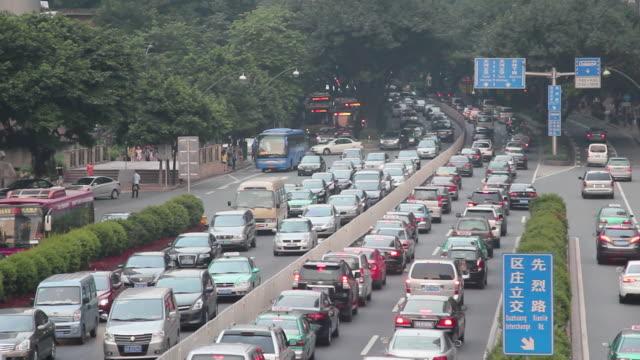 中国の高角の路上通過するトラフィック - 渋滞点の映像素材/bロール