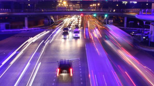 道路のタイムラプス撮影 - 交通信号機点の映像素材/bロール