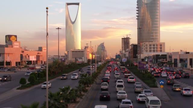 stockvideo's en b-roll-footage met riyadh, saoedi-arabië verkeer - riyad