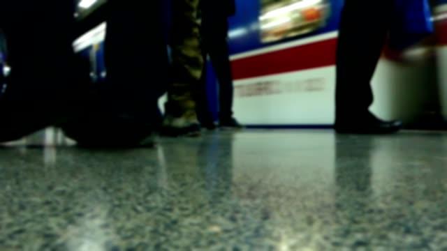 火車到達地鐵站 - 德黑蘭 個影片檔及 b 捲影像