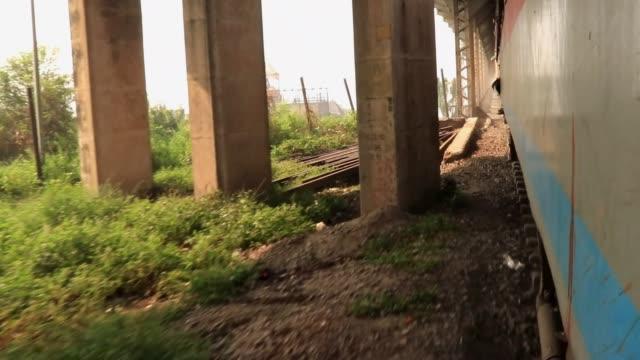 tåg korsar bro över stor flod - karpaterna tåg bildbanksvideor och videomaterial från bakom kulisserna