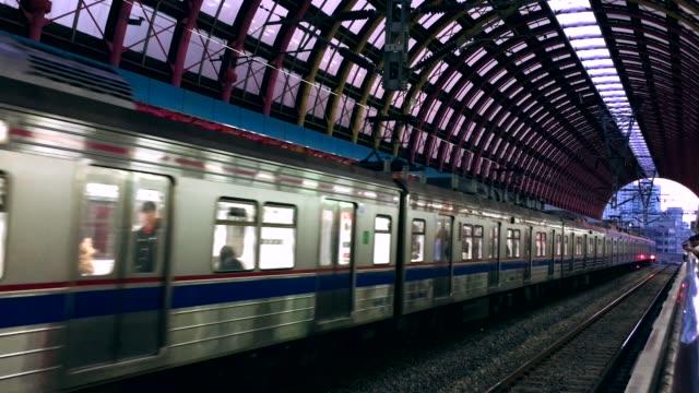 vídeos de stock e filmes b-roll de train departures - coreia do sul