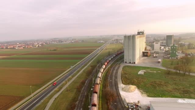 産業領域を介して空中鉄道見出し - スロベニア点の映像素材/bロール