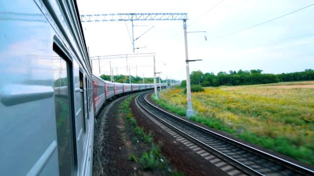 tåg i rörelse. skytte från fönstret på tåget. järnvägen - idrotta bildbanksvideor och videomaterial från bakom kulisserna