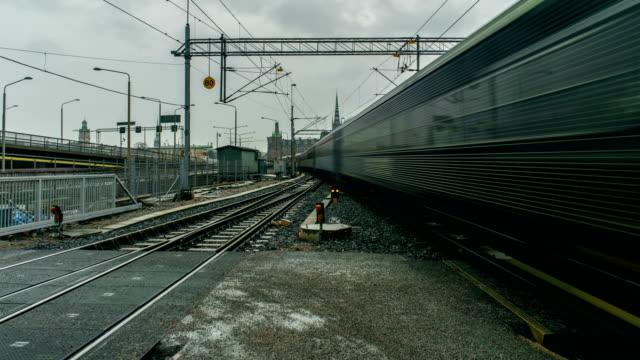 tåg förbi stockholm sverige tids fördröjning - waiting for a train sweden bildbanksvideor och videomaterial från bakom kulisserna
