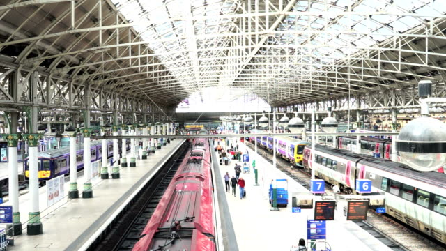 train station in manchester, england uk - manchester inghilterra video stock e b–roll