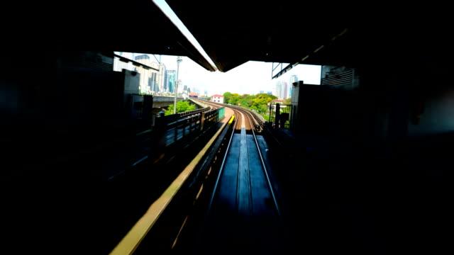 treno tramite città - kuala lumpur video stock e b–roll