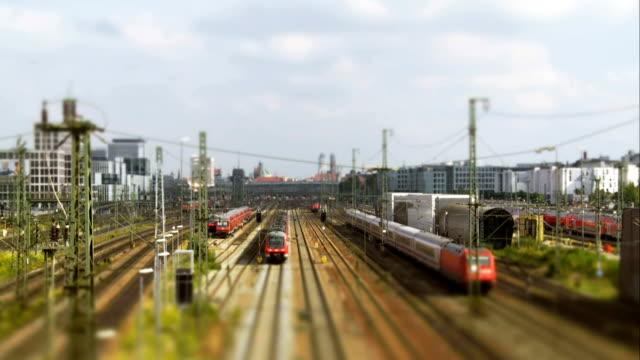 t/l train traffic at munich main railway station - munich train station bildbanksvideor och videomaterial från bakom kulisserna