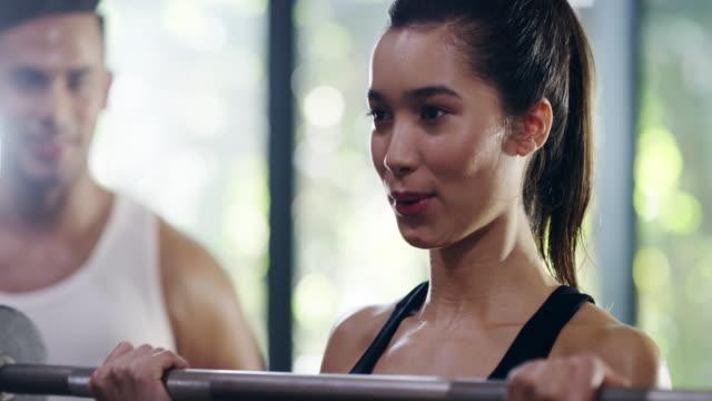 utbildare är bra motivatorer - gym skratt bildbanksvideor och videomaterial från bakom kulisserna