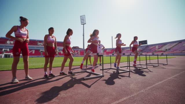 vídeos y material grabado en eventos de stock de ¡entrenando duro para ser el mejor! - valla artículos deportivos
