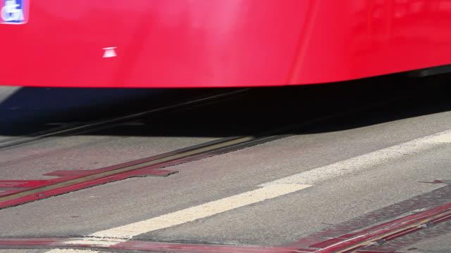 hd: straßenbahn sie über die brücke in bern - kanton bern stock-videos und b-roll-filmmaterial
