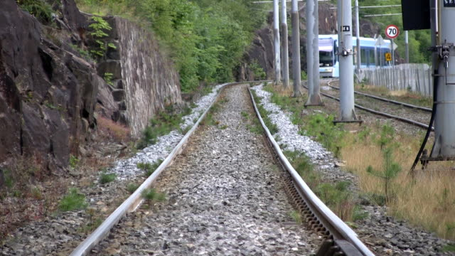il tram (hd - tranvia video stock e b–roll