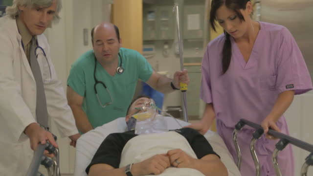 Trama In The Hospital video