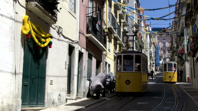 tram di lisbona, portogallo - lisbona video stock e b–roll