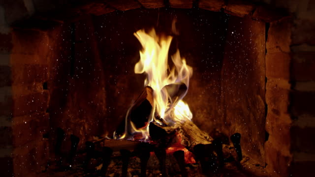 8k tranquil, crackling fire and ash in brick fireplace, real time with audio - mattone video stock e b–roll