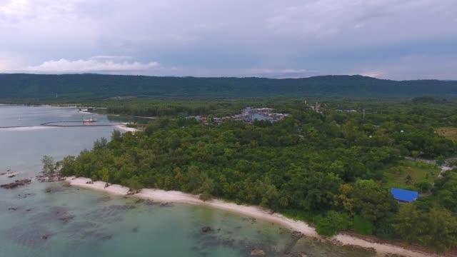 tranquil scene of beach and coastal village, aerial video - графство дерри стоковые видео и кадры b-roll