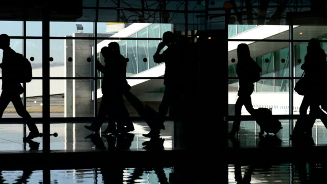 stockvideo's en b-roll-footage met transit corridor - vliegveld vertrekhal