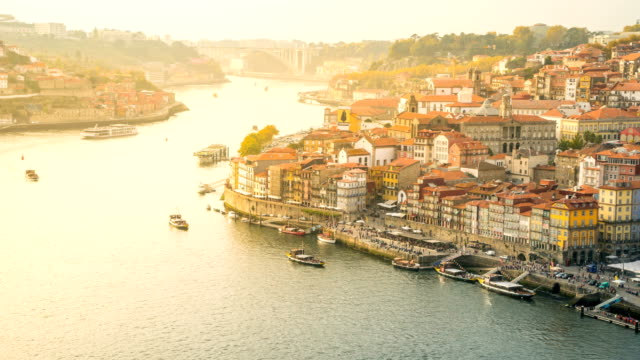 T/L Transport bei mürrischen River, Porto, Portugal – Video